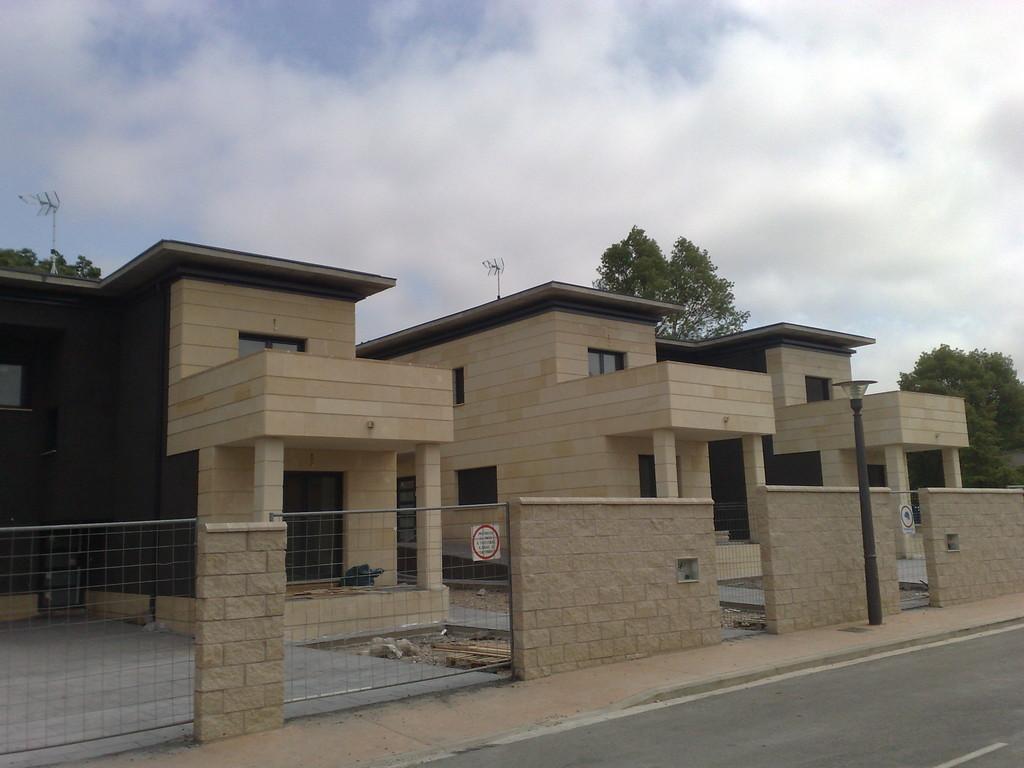 Grupo muser ejemplos de revestimientos de fachadas en - Revestimiento fachadas piedra ...
