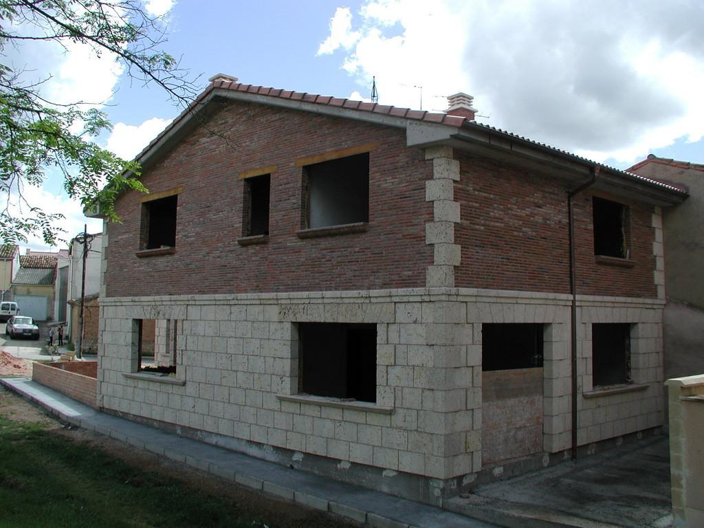 Grupo muser ejemplos de revestimeintos de fachadas en for Revestimiento de piedra